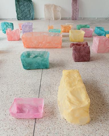 Sans titre, 2012 Ensembles de pièces, feuilles de riz, dimensions variables.