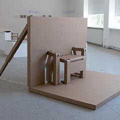 (In)détrônable, 2013 Carton ondulé, tourillons en bois, corde, 300 x 200 x 7 cm
