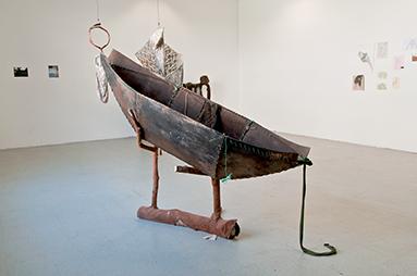 Prothèses de survie I, 2012 Bois, cuir, clous, métal. Portés aux pieds de la Chasseuse lors de ses expéditions en forêt