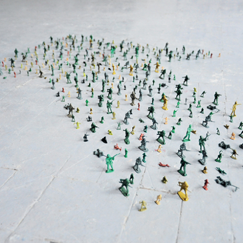 Pacifiste(s), 2010. Figurines de soldat, dimensions variables