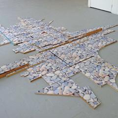 Envie de bien faire, 2012 Bois, papier peint, environ 300 x 400 x 10 cm