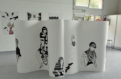 Scroil (3 x 3 x 1,5 m), 2012 Sérigrahie sur rouleau de papier (10 x 1,5 m)