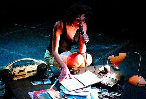 Emy Chauveau - performance au festival Variable(s) en 2010