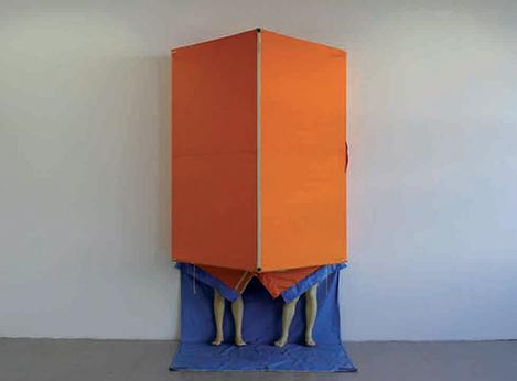 Dans la tente, cire,toile et toile cirée, 270 x 150 x 90 cm, 2007