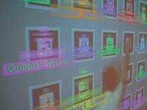 """Interface murale / 2008 / installation interactive (mosaïque de 6 motifs x 4 motifs de 25 cm de cotés chacun, caméra vidéo, PC, logiciel de """"tracking"""")"""