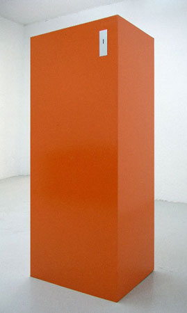 Accumulator, 2005 Acier, laque orange, 80 x 60 x 183 cm