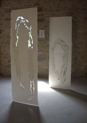 ARCHE 1 et 2, 2006 Mine graphite, enduit, crayons de couleur, découpe, couture, sur papier Arches satiné, 67 x 208 cm Vue de l'exposition les petits toits du monde, St Vincent sur Jabron (04), 2008