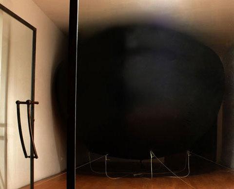 Loose fish (poisson perdu) 2008 Ballon, hélium - Vue de l'exposition personnelle, galerie du tableau, 2008