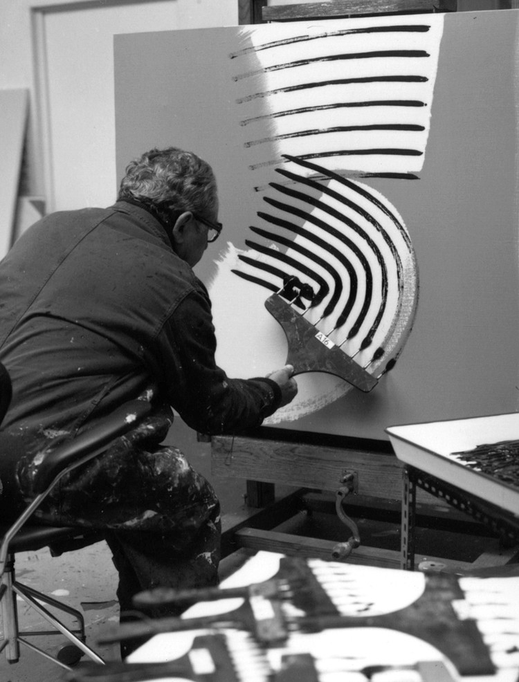 «-Hans-Hartung-dans-son-atelier,-Antibes,-1975-»-Photo-François-Walch
